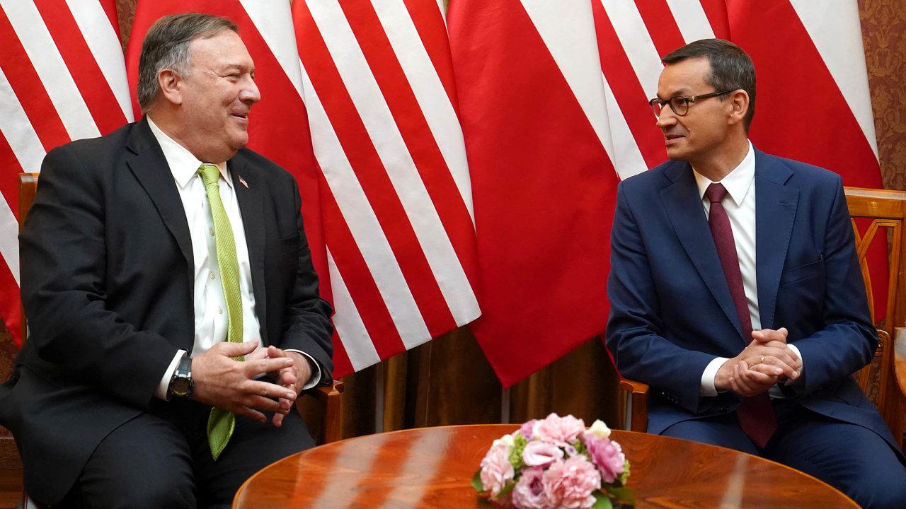 VPolsku podobně jako vČesku před měsícem naléhal ministr zahraničí USA Mike Pompeo, aby místní regulátoři vyloučili čínské firmy zbudování sítí 5G. Nafotce spremiérem Mateuszem Morawieckým.