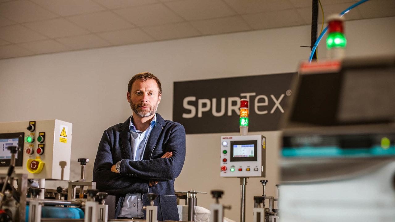 Tomáš Dudák šéfuje zlínské firmě Spur, která dělá plastové výrobky. Podnik zaměstnává 245 lidí, loni dosáhl obratu zhruba miliardy korun. Více než polovinu produkce vyváží dozahraničí.