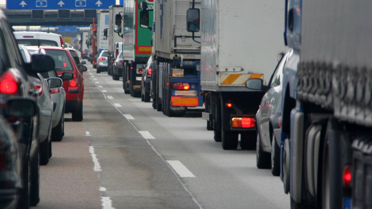 Stovky milionů korun mohou zpátky získat čeští kamionoví dopravci, kteří v uplynulých letech platili německé mýto. Podle Soudního dvora EU ho země nesprávně účtovala.