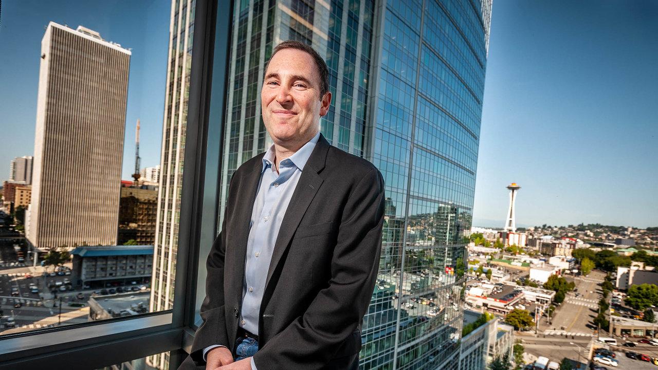 Vedení největšího světového e-shopu Amazon napodzim převezme Andy Jassy, dosavadní šéf firemní cloudové divize.