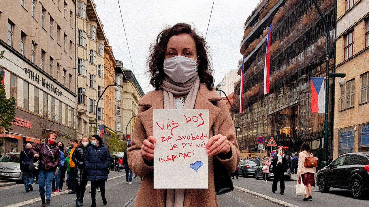 Půl roku protestů. Daria Rudko, jejíž politický aktivismus propukl v Praze.