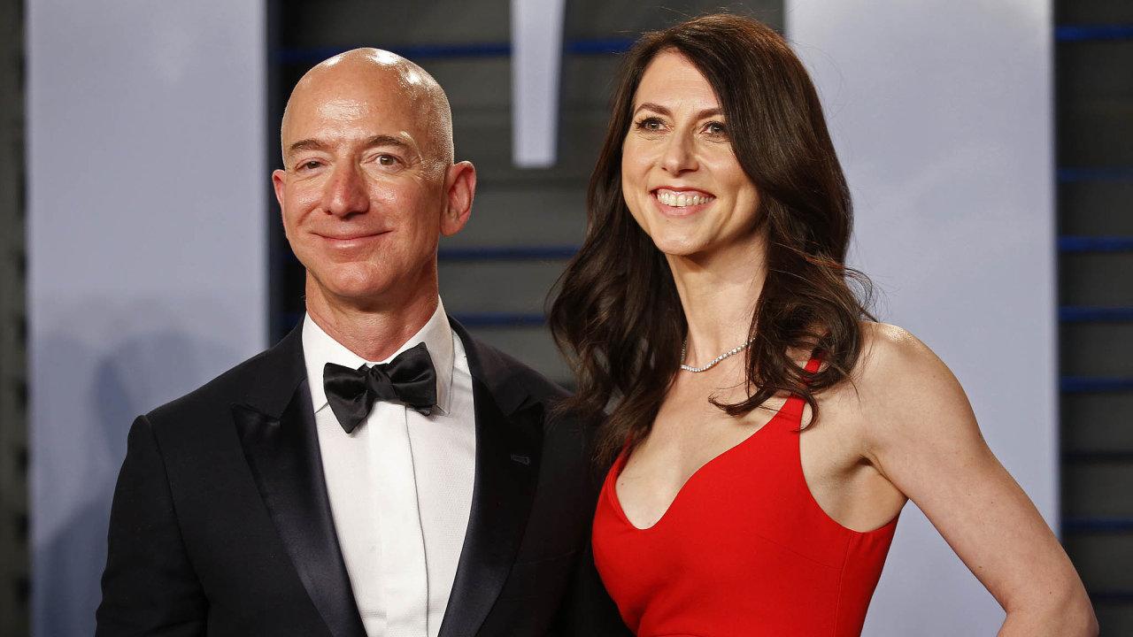 Čtvrt století poboku miliardáře Bezose: MacKenzie Scottová, dříve Bezosová, vzačátcích Amazonu vedla účetnictví aveskladu balila zboží pro internetové zákazníky.