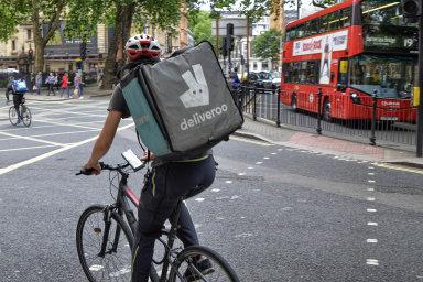 Britská dovážková služba Deliveroo zvolila pro prodej akcií londýnskou burzu. Letos by mohlo jít o jedno z největších IPO v Evropě