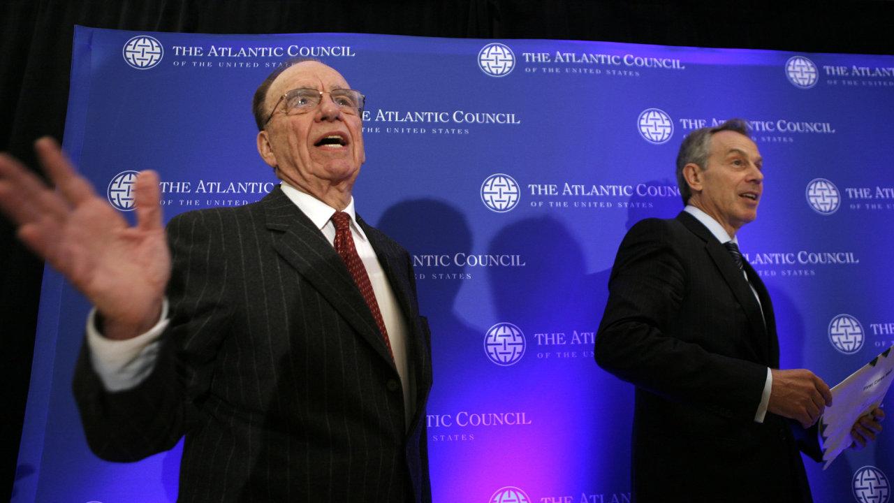 Mediální žralok Rupert Murdoch a trojnásobný vítěz britských voleb Tony Blair.
