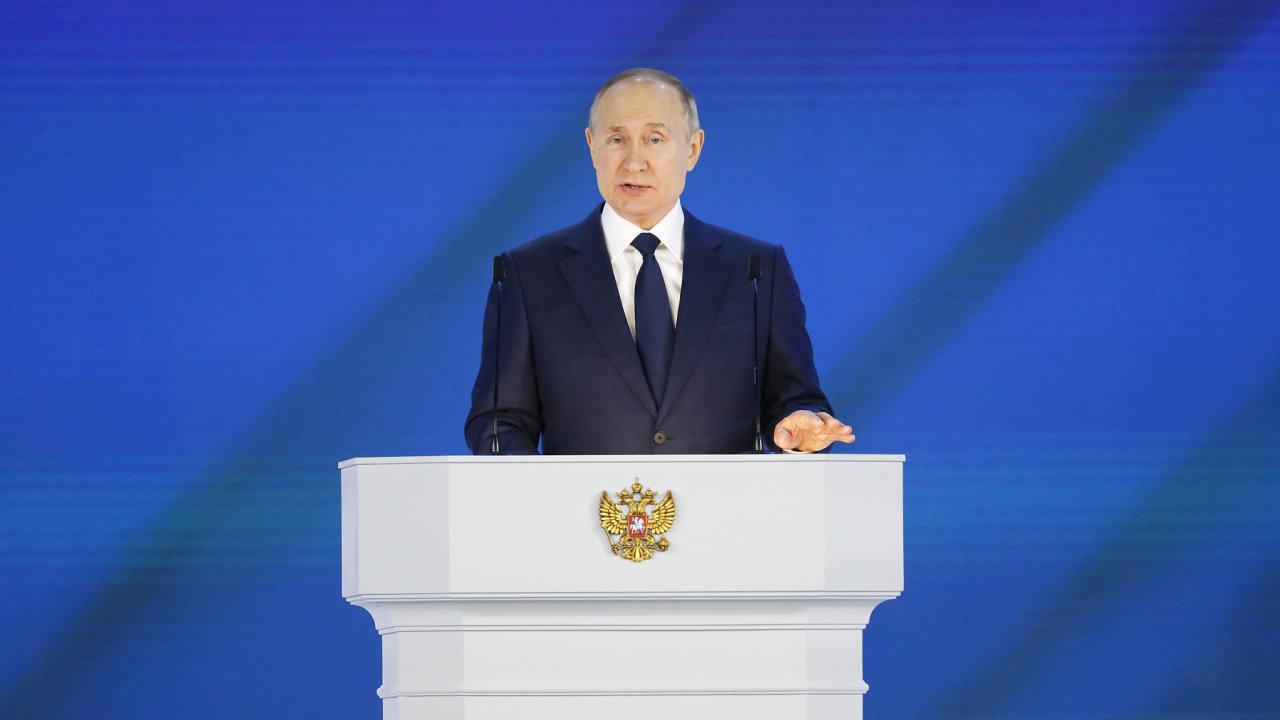 """Prezident Vladimir Putin v tradičním projevu před oběma komorami parlamentu varoval Západ před překonáním """"nepřekročitelných mezí"""" ve vztazích s Ruskem."""