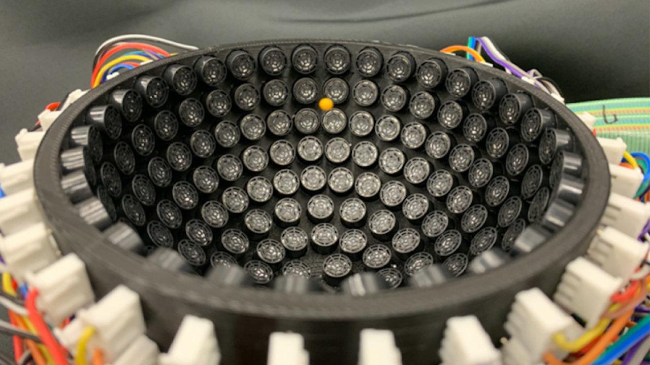 Zvuková pinzeta zatím umožňuje vědcům zvedat polystyrenové kuličky, aniž by se jich dotýkali, v budoucnu ale může pomoct například při vývoji nových léčiv.