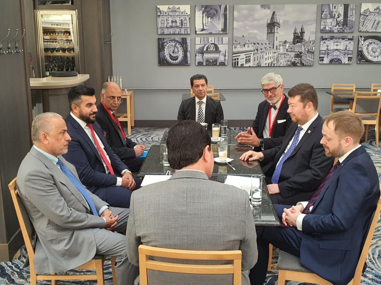 Nadri (v čele) s Tomiem Okamurou a Jakubem Kulhánkem na červnovém Česko-slovensko-afghánském obchodním fóru