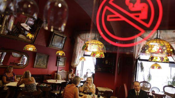 Zákaz kouření v restauracích dostal podporu zdravotnického výboru - Ilustrační foto.