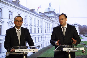 Ministr financí Miroslav Kalousek (TOP09) a premiér Petr Nečas (ODS).