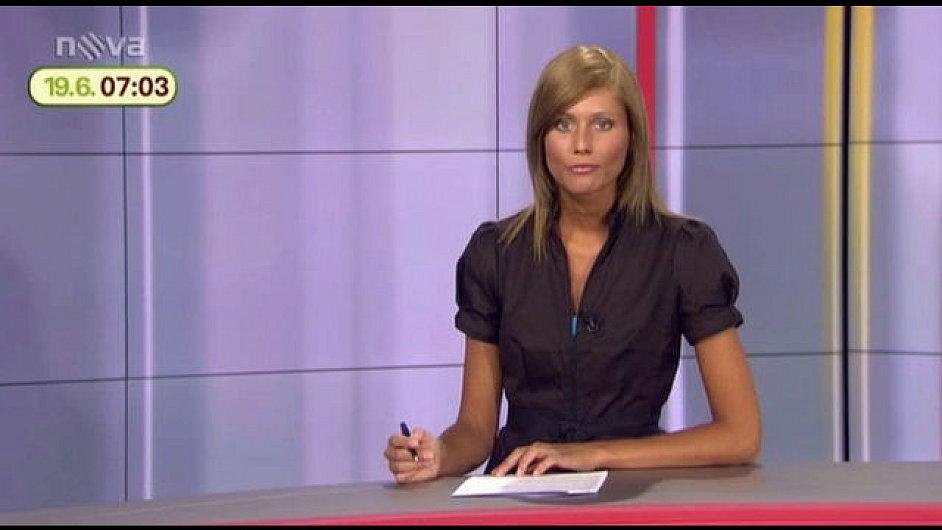 Martina Lhotáková jako redaktorka TV Nova. Nyní se stala soudkyní.