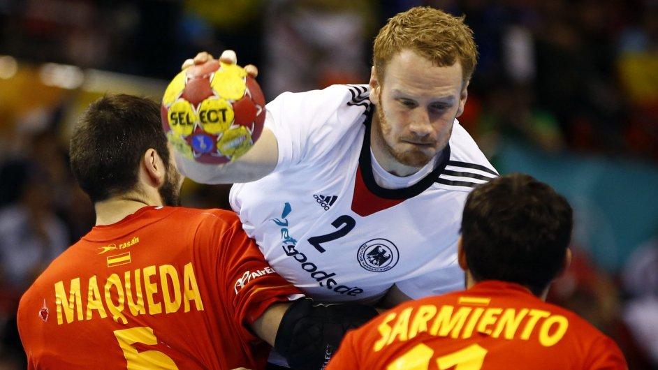 Neevropany nehledejte. Momentka ze čtvrtfinále mistrovství světa v házené mezi Španělskem a Německem