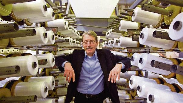��f spole�nosti Juta Ji�� Hlavat� investuje do inovac� a v�roby stovky milion� korun.
