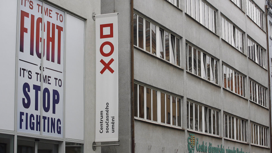 Budova Českých dřevařských závodů Praha v ulici Poupětova sousedí s galerií DOX.