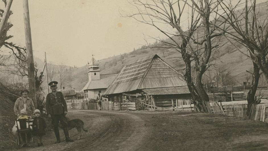Rodina respicienta finanční stráže Karla Reicha v Toruni na severní hranici Podkarpatska.
