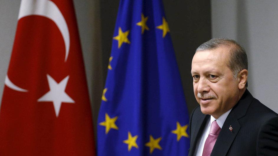 Turecký prezident Recep Tayyip Erdogan má od EU dostat vše, o co si řekl, včetně bezvízového styku a tří miliard eur navíc.