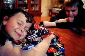 Válka s cukrem: Na Halloween se mlsá stále zdravěji, pomáhají tomu i sami výrobci cukrovinek
