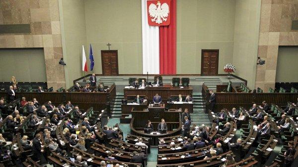 Polští konzervativci grilovali bankéře, aby nezvyšovali poplatky - Ilustrační foto.