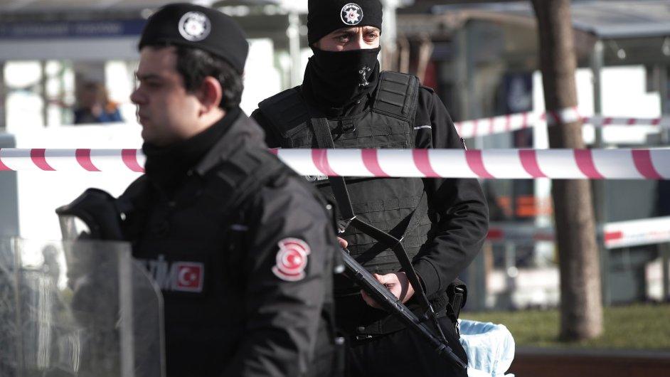 Turecko zadrželo na hranici se Sýrií 34 lidí s výbušninami