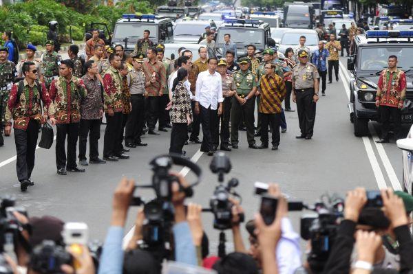 Indonéský prezident Joko Widodo na místě teroristických útoků v Jakartě