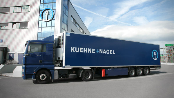 V r�mci kontraktn� logistiky dod� Kuehne + Nagel spole�nosti GlaxoSmithKline slu�by leteck�, n�mo�n� a pozemn� p�epravy a tak� logistick� centra.