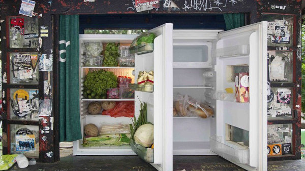 Veřejná lednička v rámci projektu Foodsharing