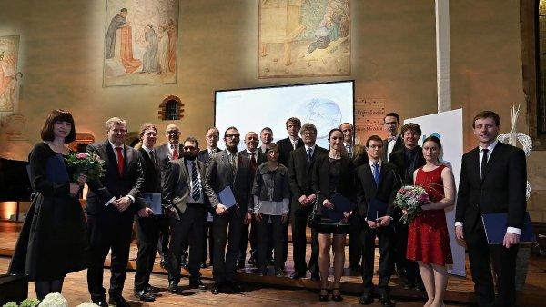 Vítězové Ceny Wernera von Siemense v Betlémské kapli.