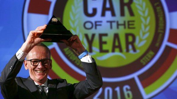 Ocenění Auto roku pro rok 2016 přebírá Karl-Thomas Neumann, výkonný ředitel společnosti Opel