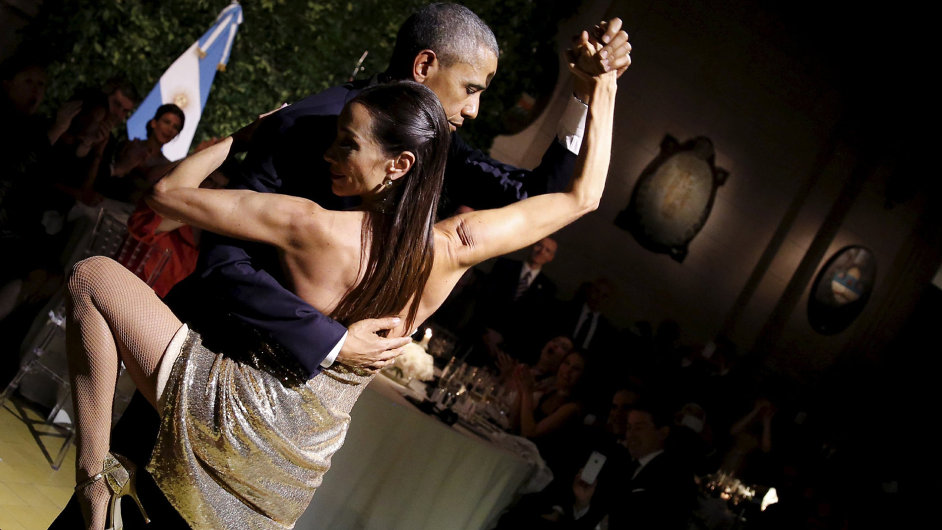 ATTENTION EDITORS - REUTERS PICTURE HIGHLIGHTU.S. President Barack Obama dances tango during a state dinner hosted by Argentina's President Mauricio Macri at the Centro Cultural Kirchner as part of Pr