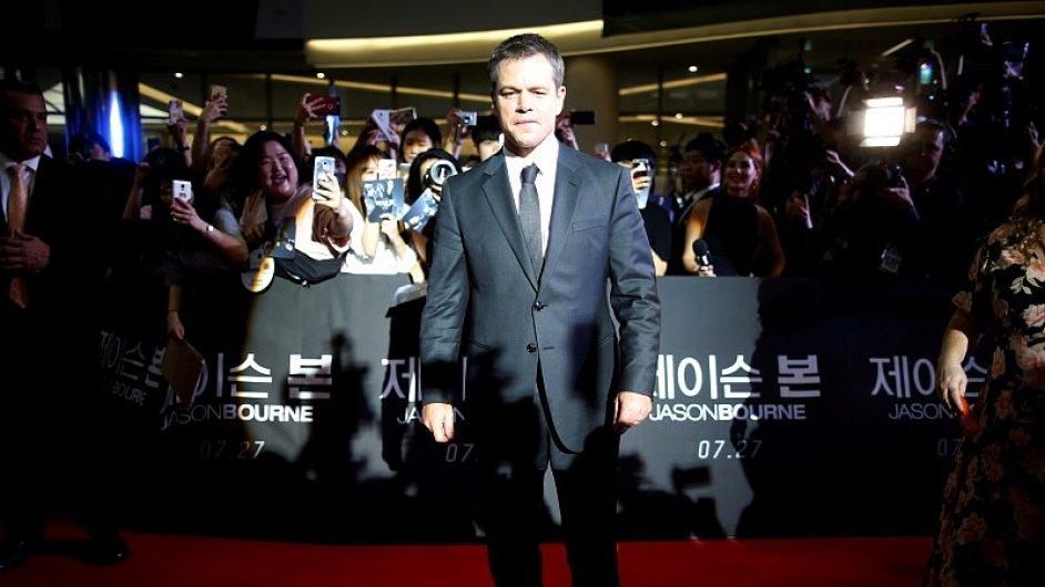 Matt Damon na červeném koberci při premiéře filmu Jason Bourne v jihokorejském Soulu.