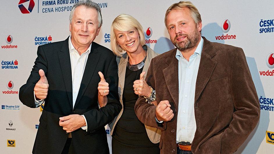 Vítězové: Zleva jednatel společnosti Fortell František Jiras, designérka Hana Matějková a Jiří Černý z Ergotepu.