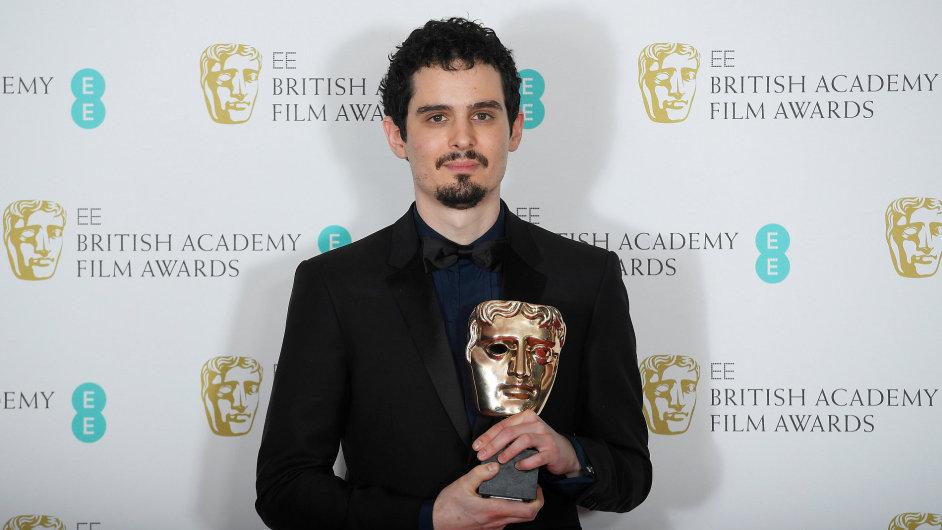 Na snímku z předávání cen BAFTA je režisér La La Landu Damien Chazelle.