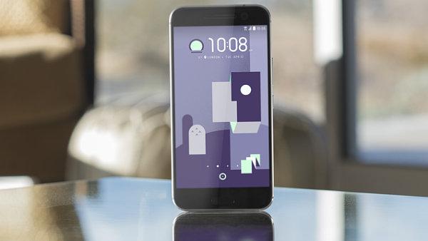 Výborně vybavený telefon HTC 10.