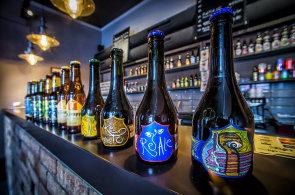 Zápisky protivného hosta: Ve vinohradském baru mají na čepu dvaadvacet druhů piv, v lahvích kolem sta