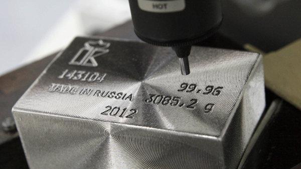 Palladium je jedním z nejziskovějších kovů, jeho hodnota překonala 1500 dolarů za unci. Cenu žene nahoru tlak na ekologičtější auta