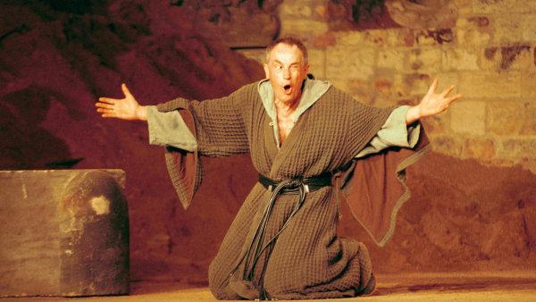Za roli krále Leara získal Tříska Cenu Alfréda Radoka.