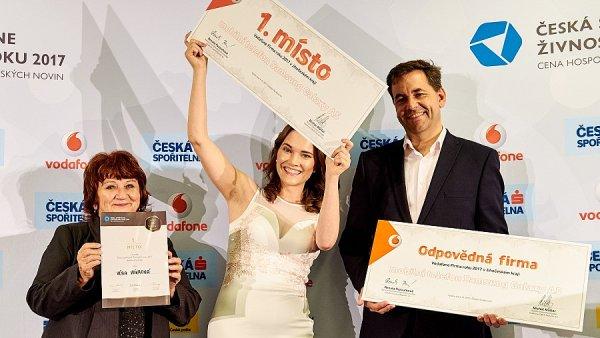 Jak Věra Vávrová (vlevo) z Vimperku, tak Petra Plemlová, jejíž firma Unuodesign sídlí v Táboře, se zabývají výrobou oděvů.
