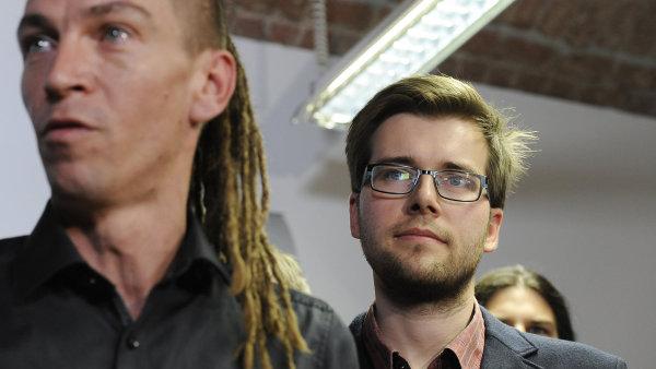 Předseda pirátů Ivan Bartoš a místopředseda strany Jakub Michálek oznámili, že mají dostatek hlasů pro založení komise pro vyšetření privatizace OKD.