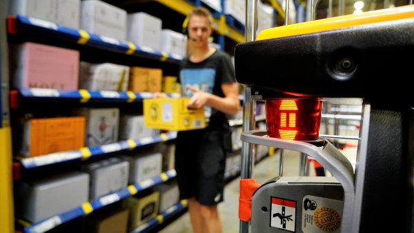 Nizozemská logistická firma si objednala desítky automatických vychystávacích vozíků