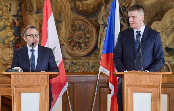 Ministr zahraničí Tomáš Petříček (vpravo) a libanonský ministr zahraničí Džibrán Básil.