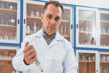 Loni v srpnu ředitel Ústavu pro hydrodynamiku Akademie věd ČR Martin Pivokonský zveřejnil analýzu, podle níž kousky umělé hmoty zůstávají i v české pitné vodě.
