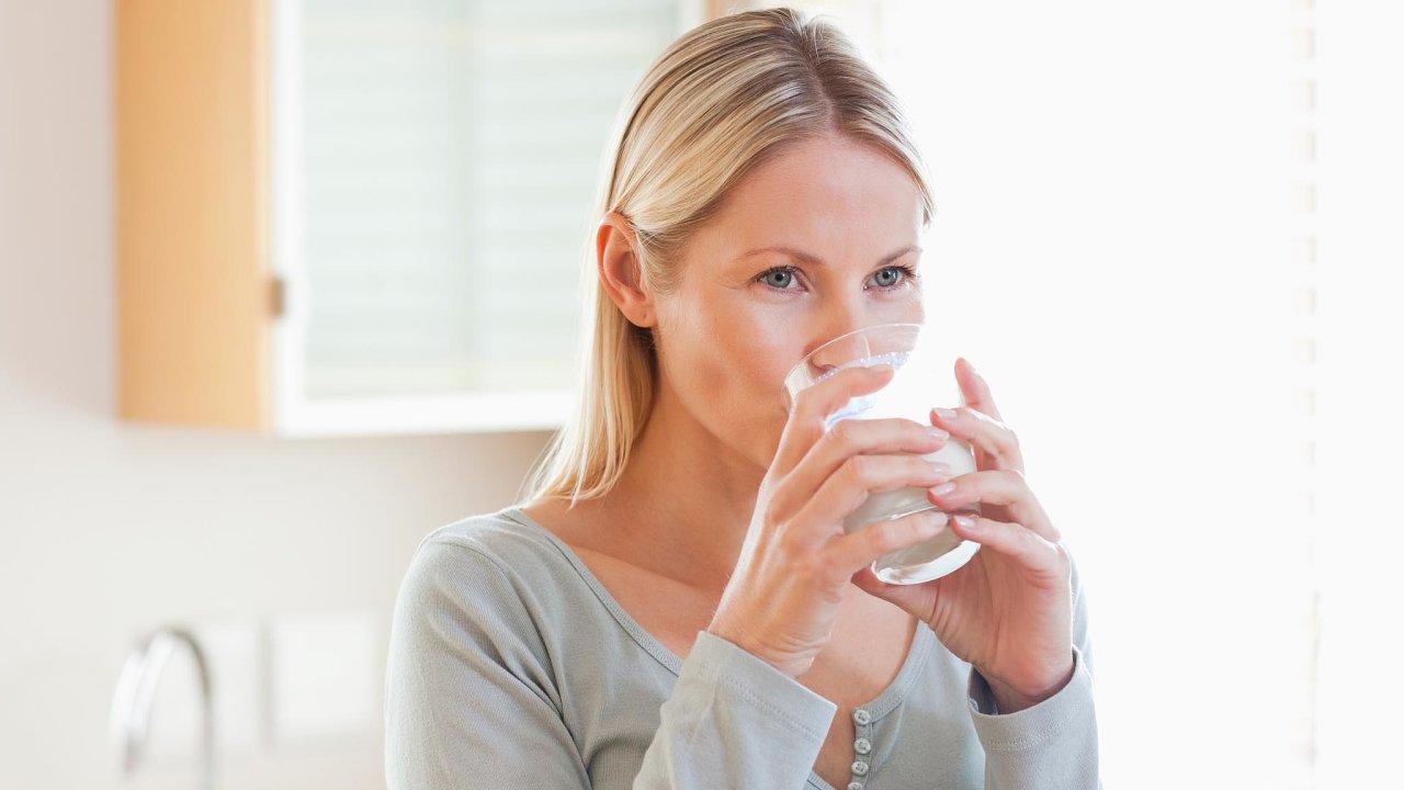 Jakost vody ohrožují například pesticidy, léky, hormonální antikoncepce nebo ředidla.