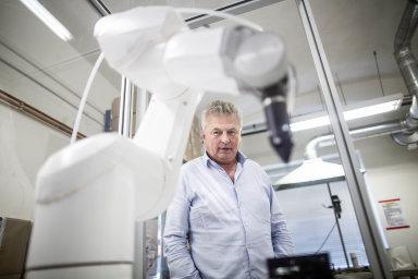 Robot navíječ: Společnost Sopo podnikatele Vladimíra Olmra vyvinula spolu se švýcarskou firmou Stäubli prvního robota nasvětě, který dokáže navíjet cívky doelektromotorů.
