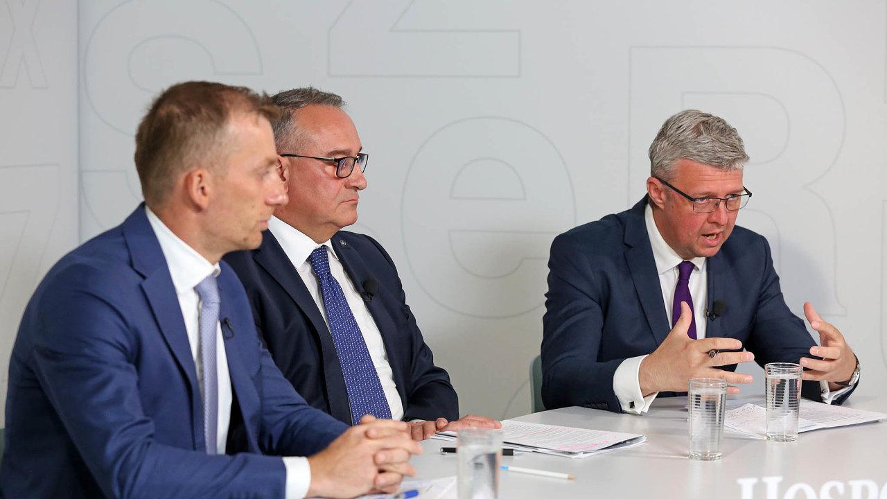 Debaty HN oelektromobilitě se zúčastnili (zleva) Pavel Cyrani, člen představenstva ČEZ, Luboš Vlček, ředitel Škody Auto Česká republika, aKarel Havlíček, ministr průmyslu aobchodu.