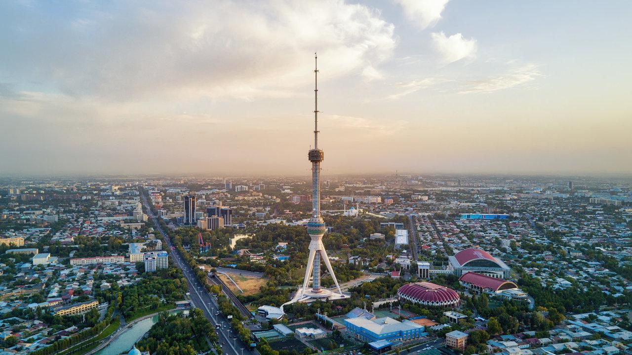 Letecký pohled na Taškent, hlavní město Uzbekistánu, kde Gebrüder Weiss otevřel novou pobočku.