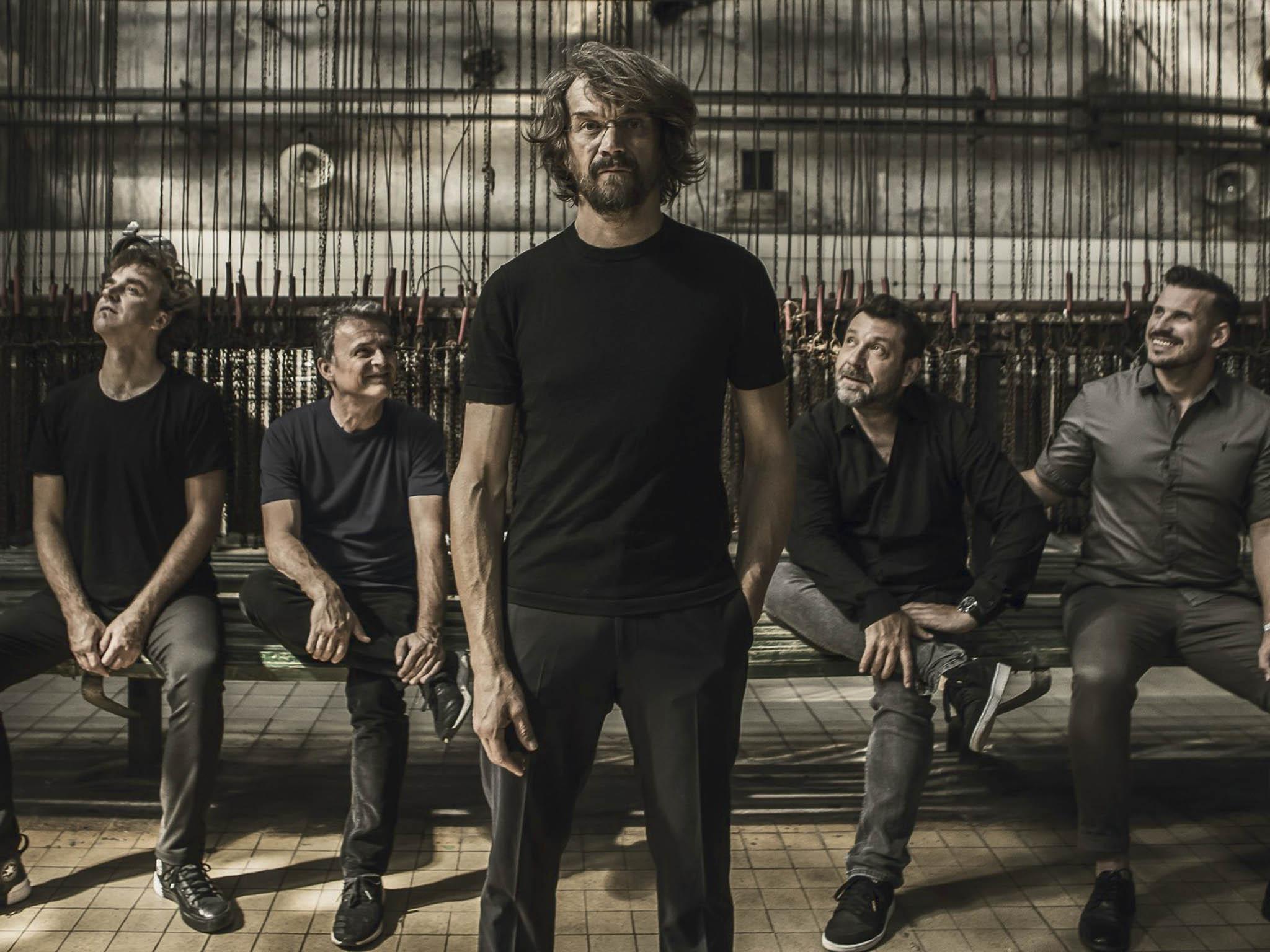Dvě dekády odvzniku Illustratosphere natáčí Dan Bárta se skupinou nové (páté) album.