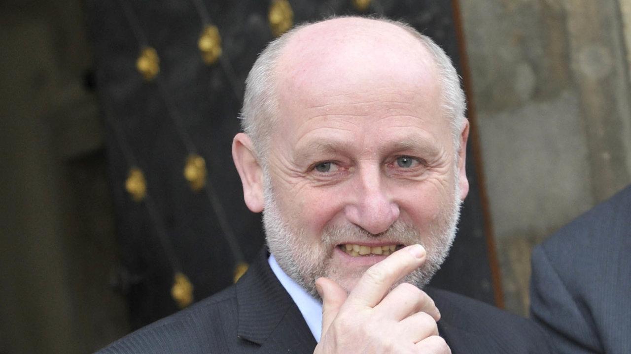 Bývalý ředitel České televize Jiří Balvín byl také ministrem kultury od července 2013 do ledna 2014 ve vládě Jiřího Rusnoka.