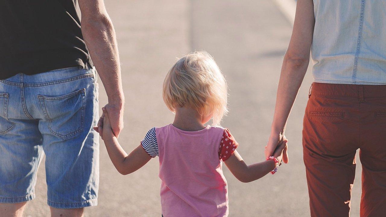 Základní rodičovský příspěvek se má podle vládního návrhu zvýšit od příštího roku o 80 tisíc korun na 300 tisíc korun - Ilustrační foto.
