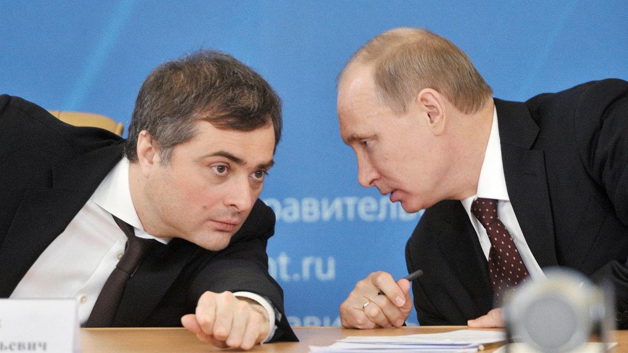 Intelektuál vKremlu. Vladislav Surkov rád dává najevo, že rozumí pracím současných filozofů, itřeba tvorbě amerických raperů. Hlavně si ale rozumí sprezidentem Vladimirem Putinem.