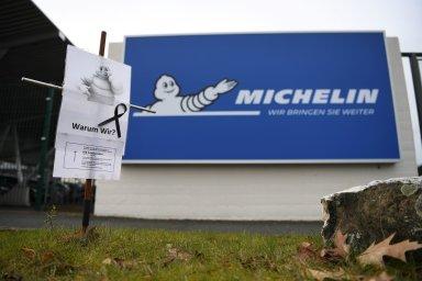 Pro Schmittovy ani pro jejich více než 850 kolegů v továrně společnosti Michelin nejsou naděje na udržení si pracovních míst růžové.