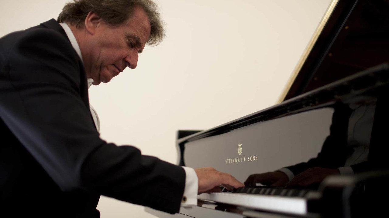 Rakouského klavíristu Rudolfa Buchbindera doprovodí Česká filharmonie.